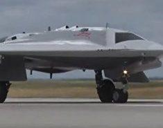 Расширенное видео о первых испытаниях боевого беспилотного авиационного комплекса «Охотник»